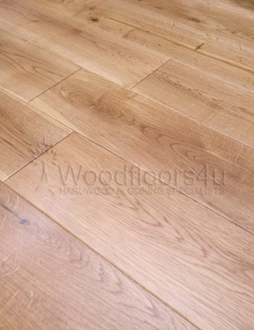 125 Solid Oak UV Lacquered Wood Flooring